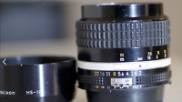 NIKON NIKKOR 85mm F/2 AI-S with lens hood HS-10