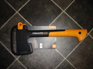 New Fiskars X7 XS Small Chopping Splitting Axe 1015618 New