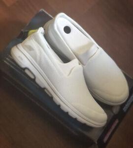 Skechers Womans Go Walk 5 Slip-On Shoe Size 7.5 White