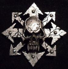 Chaos Skull Star badge pin