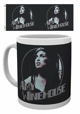 AMY WINEHOUSE Retro Badge  -  mok/tas/mug/tasse - NEW