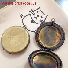 5x Flat round plain locket 30x30mm antique brass Code 301