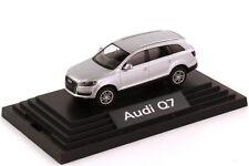 1:87 Audi Q7 4.7 FSI quattro argent clair - Dealer-Edition - Wiking