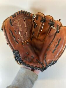 WILSON 10 1/2'' A1810 PRO4 RHT Leather Dual Hinge  Youth Baseball Glove