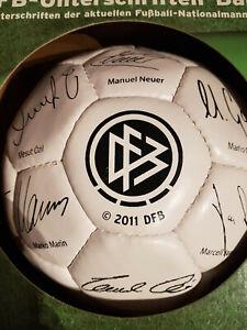 DFB-Unterschriften-Ball 2011 NEU (Podolski, Schweinsteiger, Neuer, Özil)