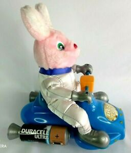 Vinatge Duracell Ultra Space Scooter Bunny winsdom toys 30 x 35 cm
