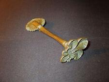 ancienne roulette et marque de pâtissier fleur de Lys fin XVII ème ou XVIII ème