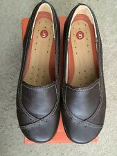 Brand New Ladies Clarks Unstructured Flat Shoes Un Heard Dark Brown Size 7-1/2 W