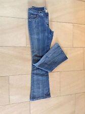 Markenlose stonewashed Damen-Jeans mit niedriger Bundhöhe