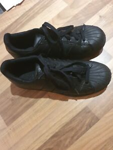Black adidas superstars size 5