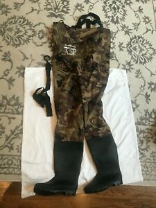 Fishing chest waders camouflage size 11 shoe