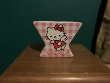 SANRIO Hello Kitty Dual Portauovo c'è un piccolo chip sull'angolo inferiore