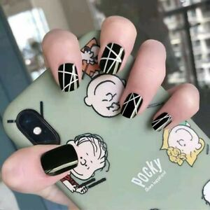 Black Short square round fake artificial false Nails With Geometric Pattern