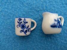 Tasse et cruche miniatures - Porcelaine - 23 x 28 x 20 mm - Décor Delft
