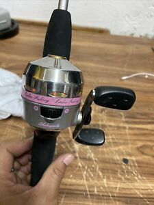 """Shakespeare Pink Lady Fish Spincast Rod & Reel Combo Light Action 5'-6"""" 2 Piece"""