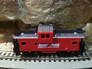 Bachmann N Gauge Scale Norfolk Southern Caboose w/Extra Couplings ,New