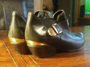 BCBGeneration Aries Black Leather Ankle Boot Booties Gold Buckle Women's Sz 9 B