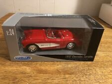 WELLY 1957 CHEVY CORVETTE DIECAST CAR  (RED/WHITE)  1:24