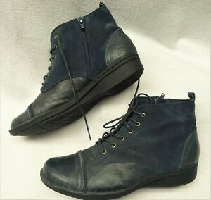 CLARKS~MINT!!~NAVY BLUE LEATHER & SUEDE LACE-UP LOOK ANKLE BOOTS WOMEN'S 12W