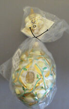 Patricia Breen 2000 Treillage Beehive Yellow Roses - # 2043 – Height 4.33�