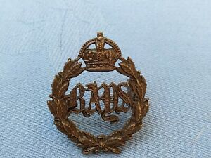 The 2nd Dragoons ( Queens Bays ) Guards Officers Service Dress cap badge.