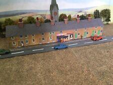 N Gauge Buildings~Row of 8 Low Relief~Terraced Houses~Supermarket & People