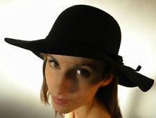 Cappelli da donna nero in feltro