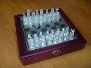 jeu d'échecs en verre et bois A SAISIR!