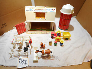 VINTAGE Original 1967 FISHER PRICE Little People Play Family Farm #915  COMPLETE