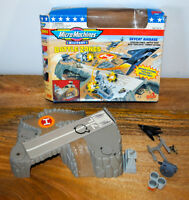 Boite MICRO MACHINES MILITARY BATTLE ZONES SKYCAT AIRBASE 100% complet