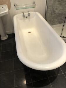 Freestanding Cast Iron Roll Top Bath