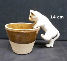 chat en céramique blanc à accrocher sur le rebord d'un pot de fleurs
