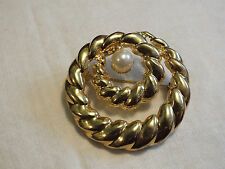 Beautiful Brooch Pin Gold Tone Loop Textured Faux Pearl 1 7/8 Inch NICE