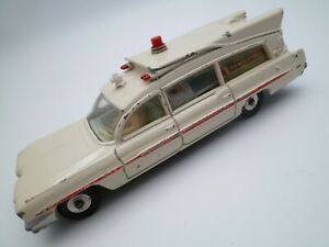 VINTAGE DINKY 267 SUPERIOR CADILLAC AMBULANCE 1967 WITH REAR DOOR / STRETCHER