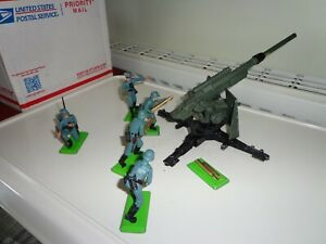 Britains Deetail Dinky 88mm Gun crew.