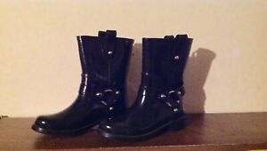 Michael kors rain boots for woman, size 6, black color, pre owned.