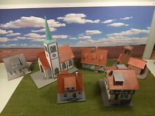 Plastoy Set Dorfidylle H0 1:87 . Kirche , Feuerwehr,  Fachwerkhaus . Gebaut