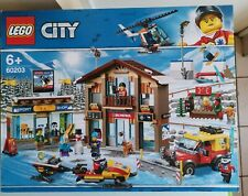 LEGO 60203 City Station de Ski Neige 11 Minifigures ski Shop 806 PIECES scellé