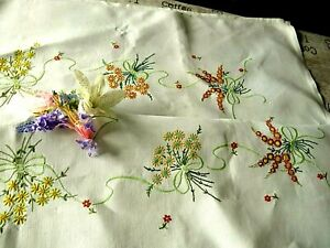 VINTAGE HAND EMBROIDERED TABLECLOTH/ BEAUTIFUL DELICATE FLORAL BOUQUETS (LARGE)