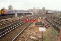 PHOTO  1994 CLAPHAM JUNCTION RAILWAY STATION ALWAYS A TRAIN IN SIGHT
