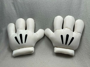 Disneyland Resort Paris Mickey Mouse hand shaped gloves
