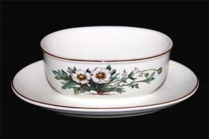 Villeroy & Boch BOTANICA White Flowers Porcelain Gravy Boat & Attached Plate EXC