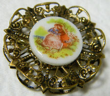 Vintage Gold Tone Filigree Courting Couple Porcelain Cameo Brooch/Pin  Y77