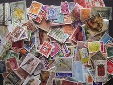 Lot de 200 timbres oblitérés - plusieurs pays - lire la description.