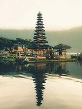 Pagode derrière un plan d'eau à Bali Indonésie - Poster métal - art mural