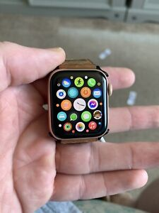 Apple Watch Series 4 40 mm Rose Gold Great Condition!