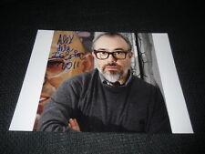 Alex de la Iglesia SIGNED AUTOGRAFO SU 20x28 cm immagine inperson look