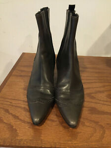 Manolo Blahnik booties, kitten heel size 37, Brown