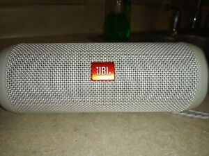JBL Flip 4 Portable Bluetooth Speaker - (WHITE)