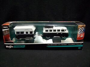 Maisto Tow N Go Volkswagen Samba Bus & Alameda Trailer.